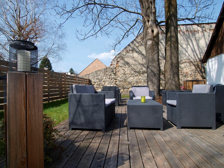 Loungebereich im Freien / ©Heinz Schmölzer