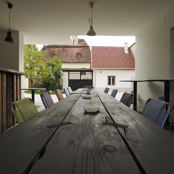 ©Heinz Schmölzer / überdachter Sitzbereich