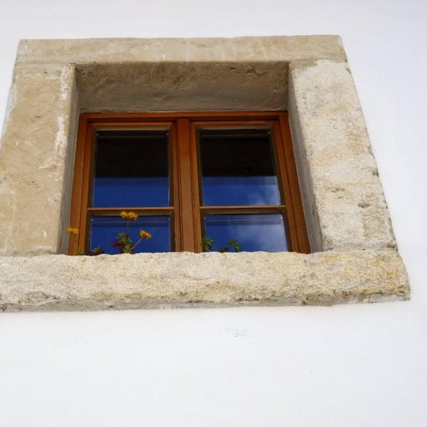 ©Heinz Schmölzer / Fenster mit Steinrahmen