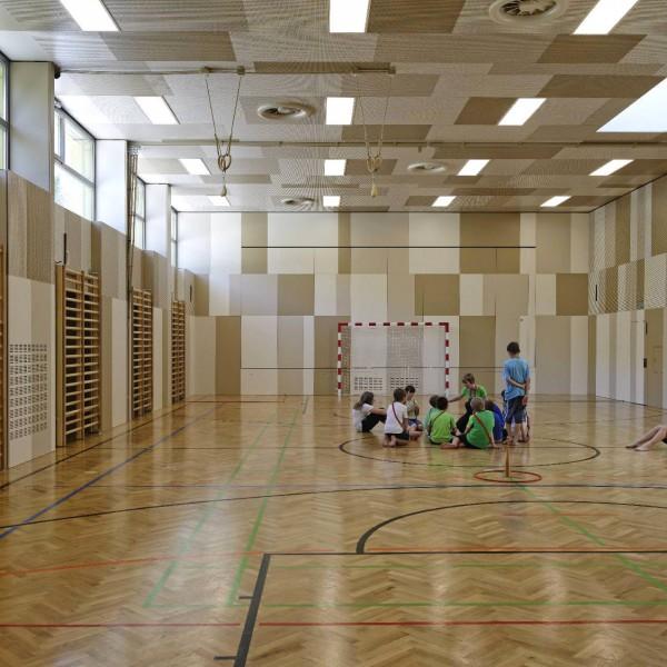 ©Heinz Schmölzer / Schulgebäude Turnsaal
