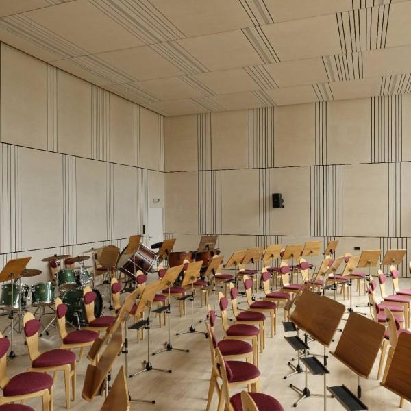 ©Walter Ebenhofer / Schulgebäude Innenansicht Musikraum