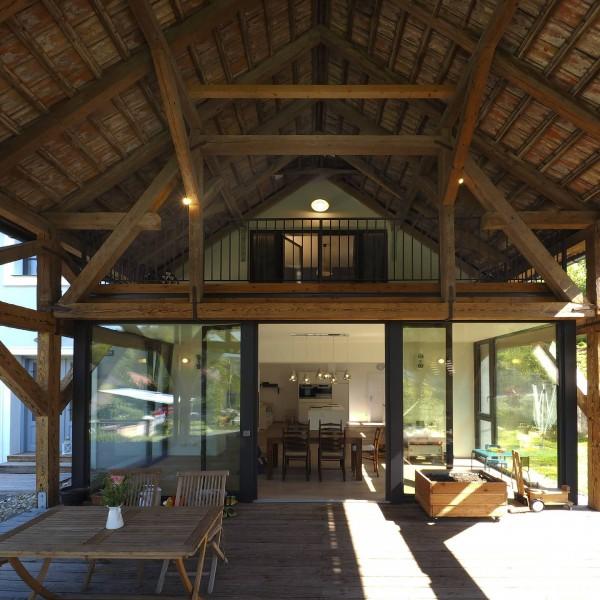 ©Heinz Schmölzer / Blick von der Terrasse Richtung Wohnküche