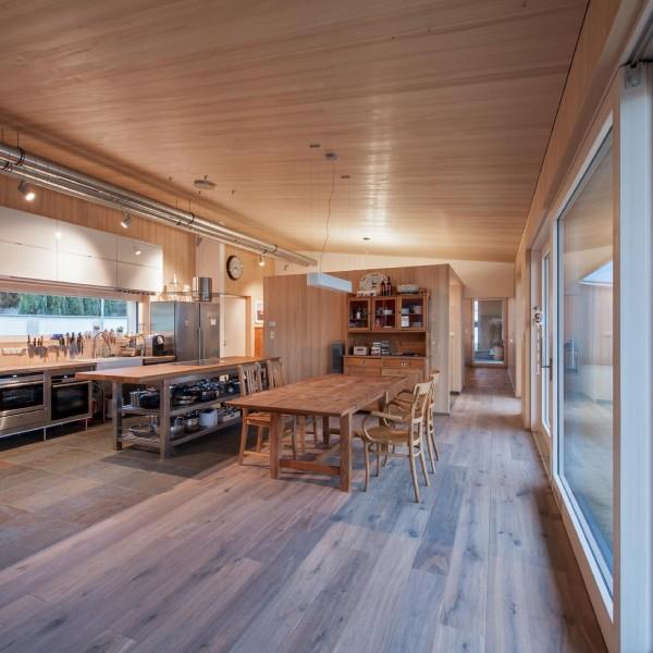 ©Andreas Buchberger / Innenansicht Küche und Essbereich
