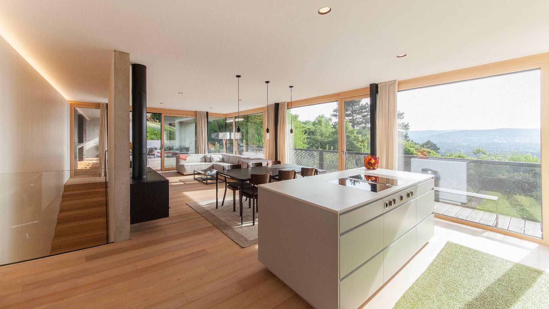 ©Romana Fürnkranz / Innenansicht Küche mit Wohnbereich