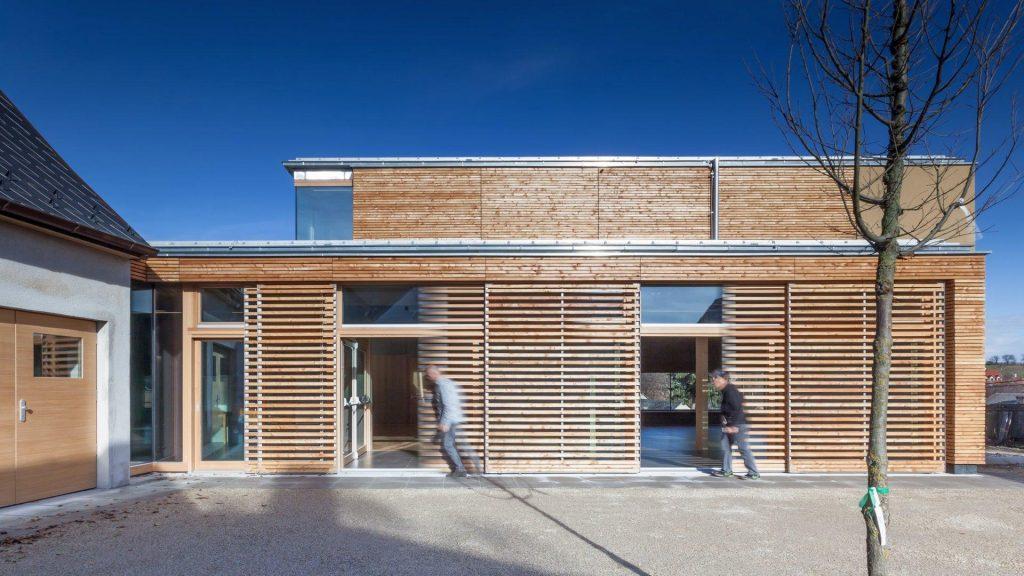 ©DI Thomas Hennerbichler - www.lichtar.at / Zum Innenhof können die Glaselemente fast gänzlich geöffnet werden