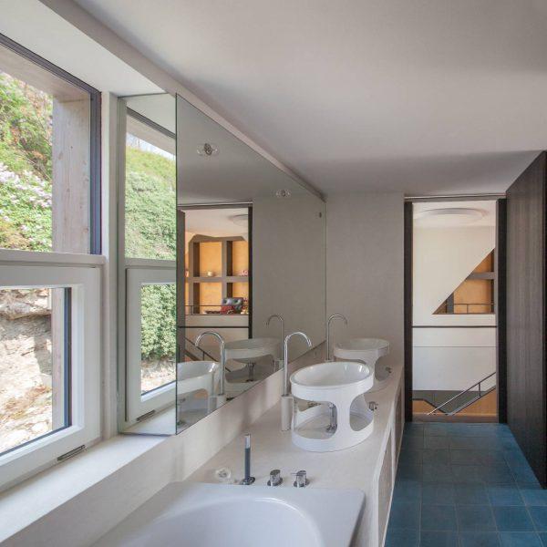 ©Romana Fürnkranz / Bad mit Blick in den Felsengarten