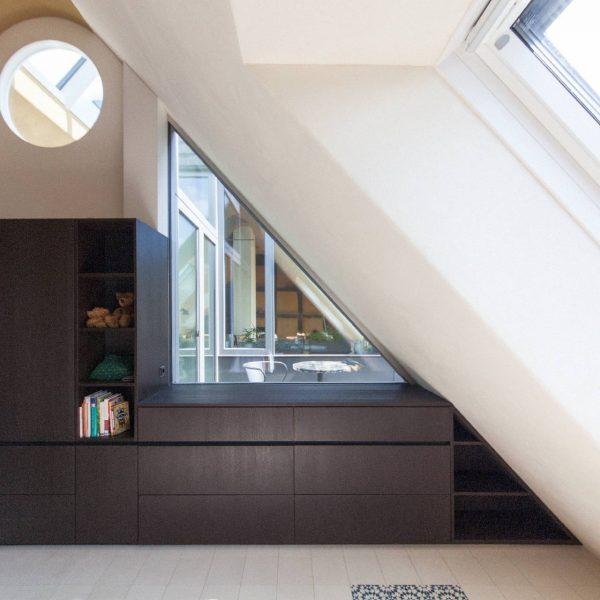 ©Romana Fürnkranz / Durchblick vom Schlafzimmer über die Dachterrasse in den Wohnraum