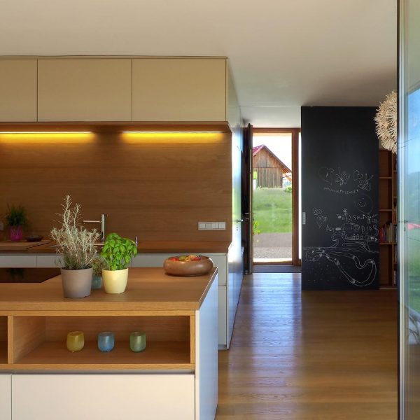 ©Heinz Schmölzer / Küche mit Eingangsbereich