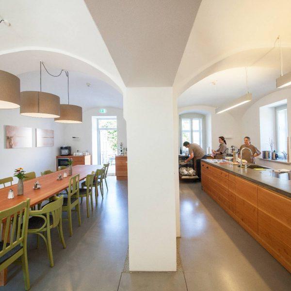 ©Romana Fürnkranz / Innenansicht Küche mit Essbereich