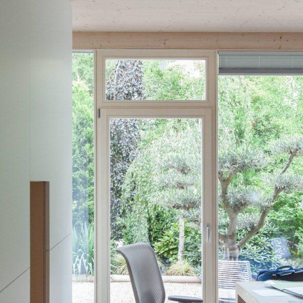 ©Romana Fürnkranz / Innenansicht mit Blick auf die grünen Verkaufsobjekte