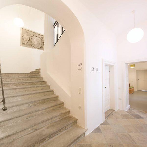 ©Markus Fattinger Architekturfotografie / Innenansicht mit unverändertem Stiegenhaus