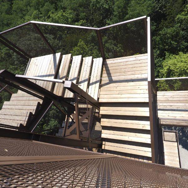 ©Heinz Schmölzer / Treppenlauf mit transparentem Geländer