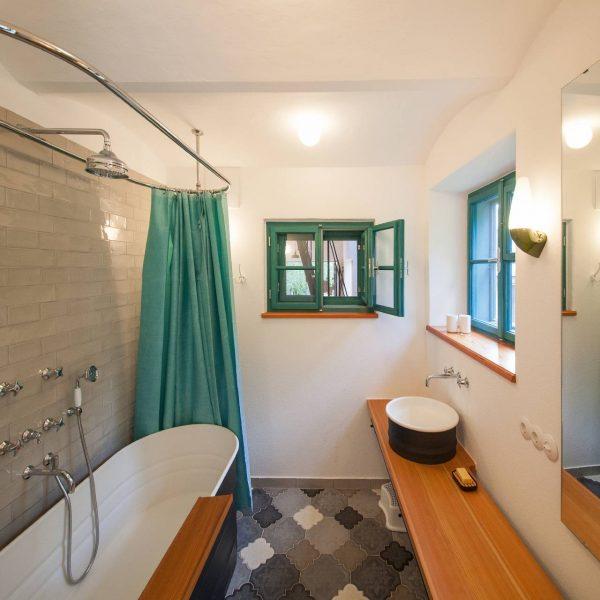 ©Romana Fürnkranz / das Bad mit ländlich rustikalem Flair