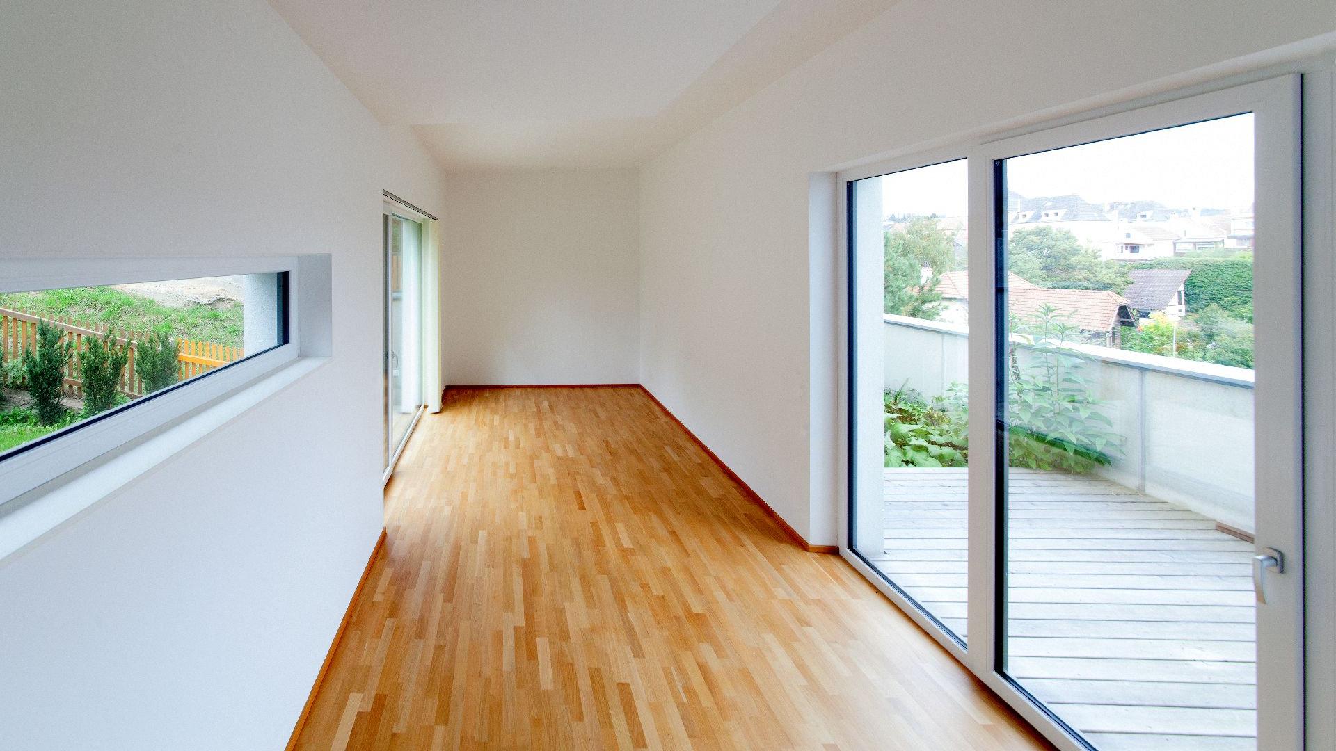 ©Romana Fürnkranz / Innenansicht mit beidseitig belichtetem Wohnzimmer