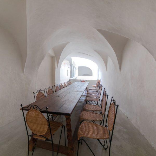 ©Romana Fürnkranz / Innenansicht mit kreuzgratgewölbtem Sitzbereich
