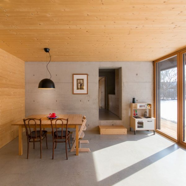 ©Romana Fürnkranz / Innenansicht, geprägt durch zwei Materialien - Holz und Beton