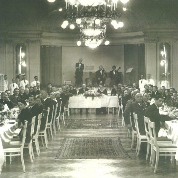 Fotos Semmering einst - Gesellschaft im großen Speisesaal mit Musikensemble