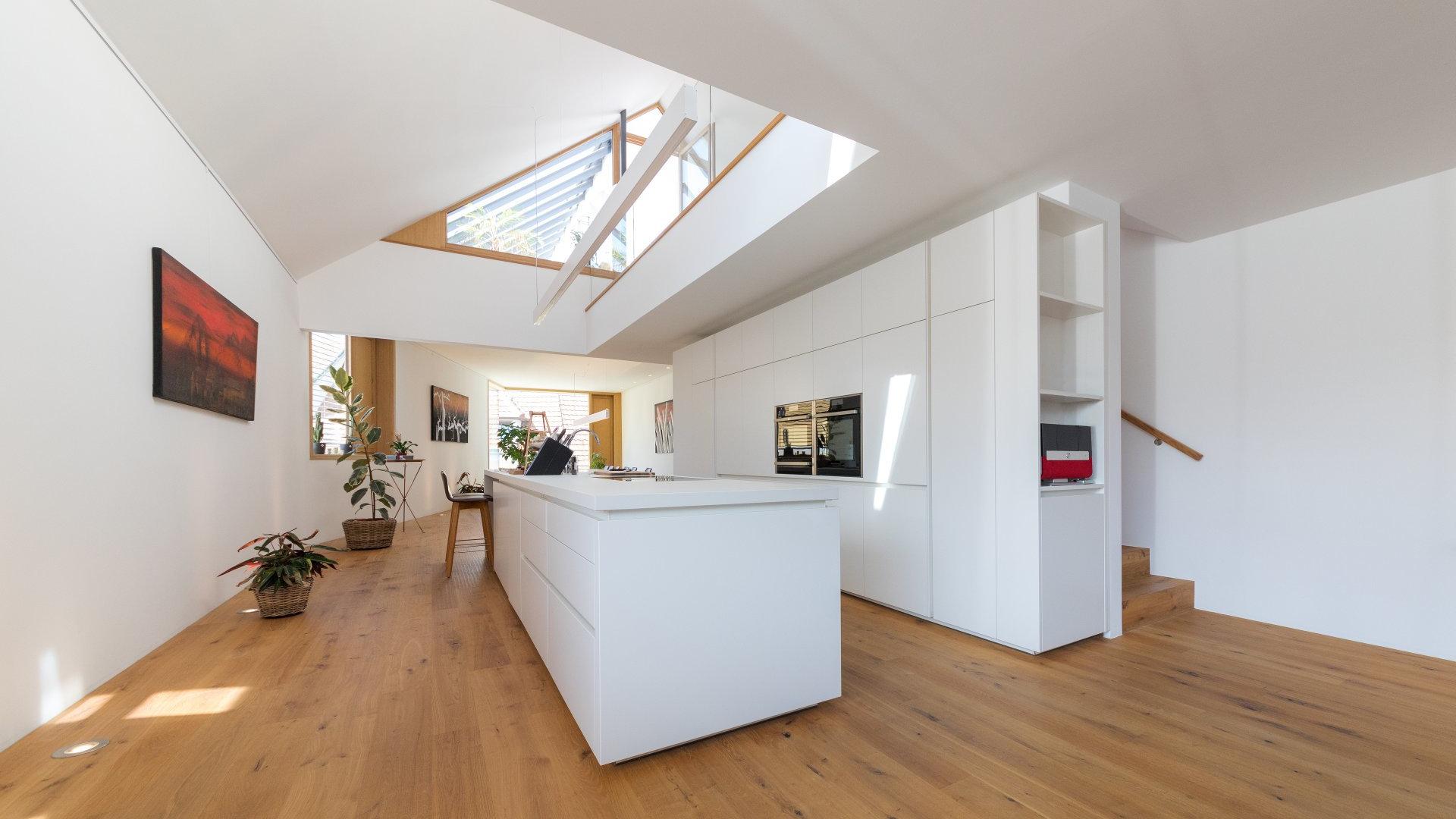 ©Romana Fürnkranz / Innenansicht mit offener Küche